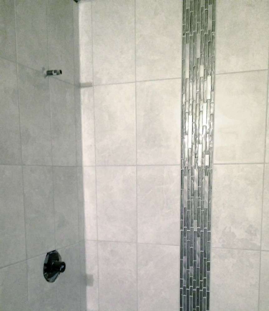 Brookfield Shower Ceramic with Glass Deco