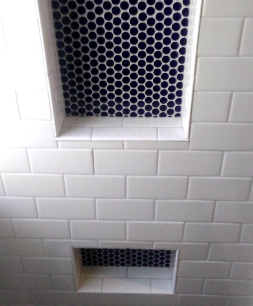 Bay View Shower Subway with Penny Tile Niche